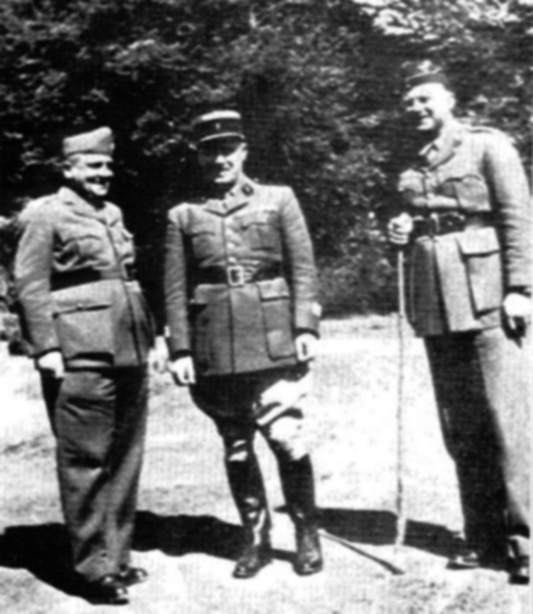 Po wkroczeniu wojsk niemieckich do Francji zespół został ewakuowany do Algierii by wkrótce na terenie nieokupowanej Francji wznowić pracę w ośrodku o kryptonimie Cadix.