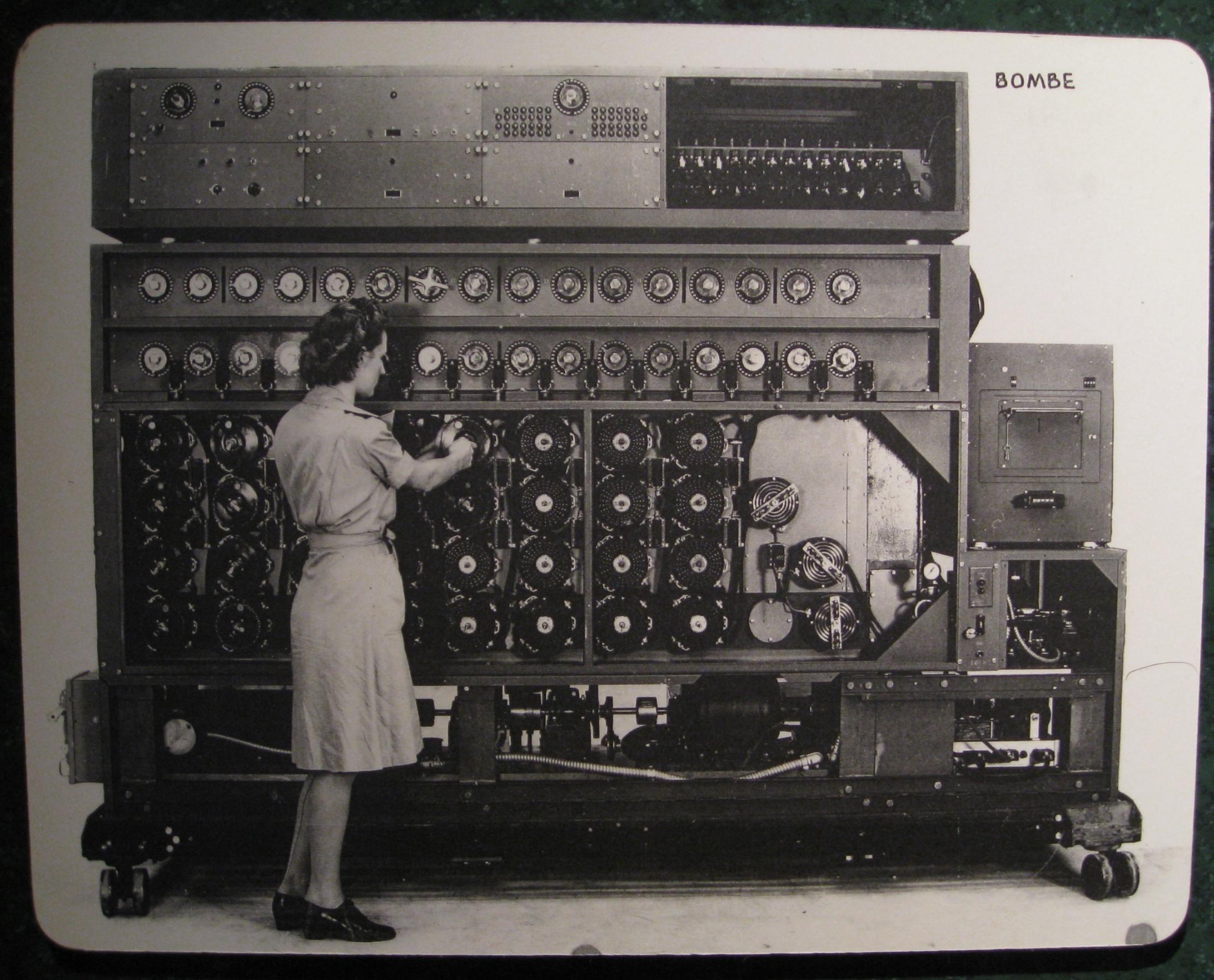 Tajemnicę łamania Enigmy posiedli również Amerykanie. W bombie amerykańskiej zastosowano lampy co wpłynęło na poprawę zysku pracy.