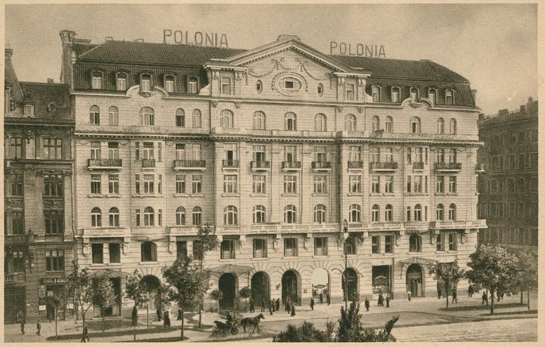 Delegacje Brytyjska i Francuska zamieszkały w Hotelu Polonia w Warszawie.