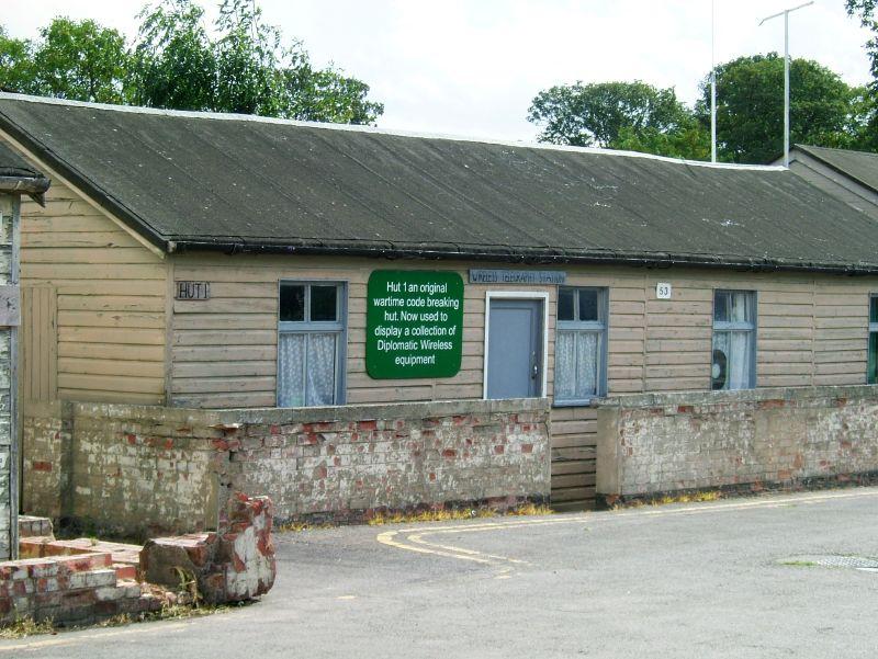 Ośrodek w Bletchley Park wkrótce zapełniły baraki, w których pracowano nad złamaniem różnych szyfrów.
