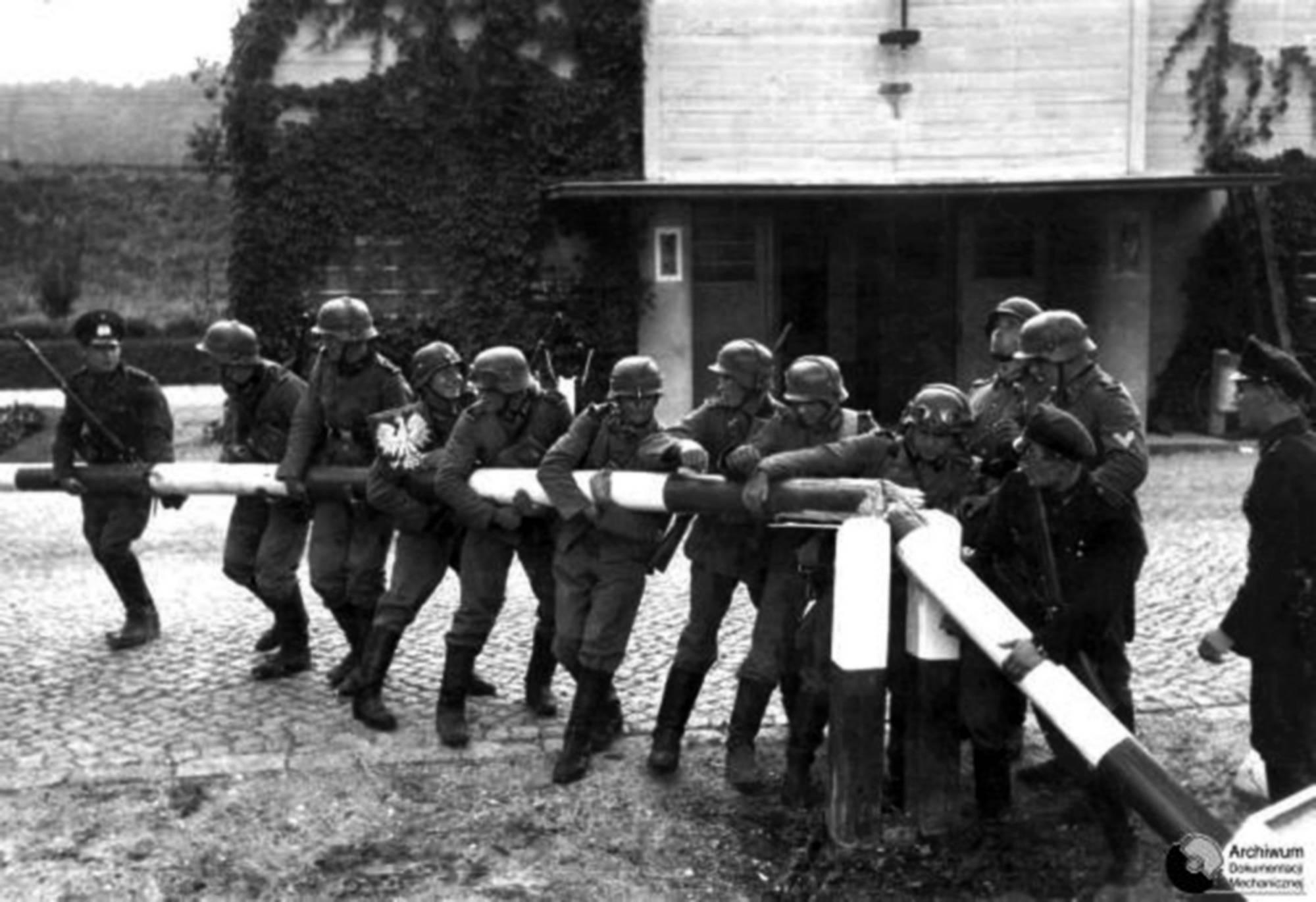Wkrótce po spotkaniu w Pyrach Niemcy napadły na Polskę rozpoczynając II wojnę światową.