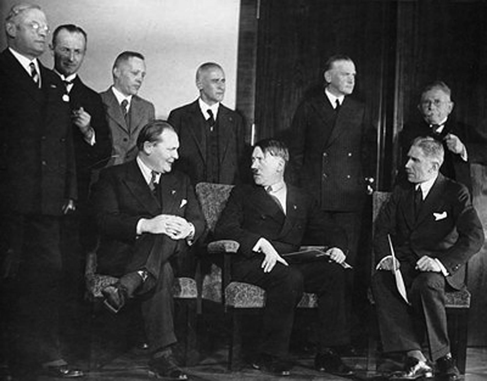 Wkrótce po złamaniu szyfru Enigmy władzę w Niemczech przejęła partia Adolfa Hitlera – NSDAP.