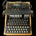 Zdjęcie prezentujące maszynę Enigma zaprojektowaną przez Polaków, która miała łącznicę podłączoną w innymi miejscu niż w oryginalnym egzemplarzu.